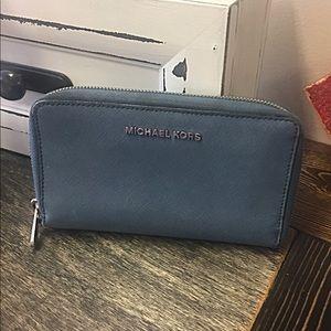 Michael Kors Zip wallet blue